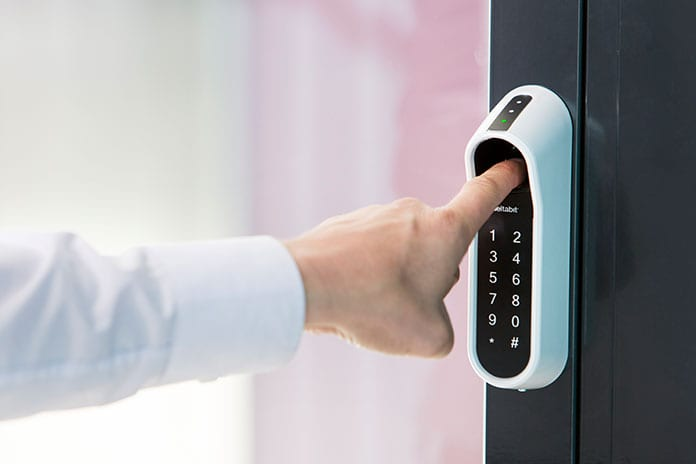 Deltabit Dooris sormenjälki + koodi + RFID